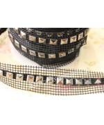 1mt rete nastro rete con borchie a piramide 8mm nero da cucire