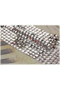 1mt rete - nastro di borchie a piramide 7mm in resina da cucire o incollare