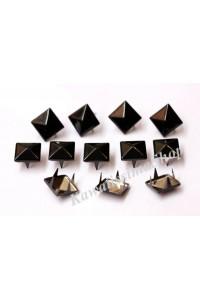 150pz Borchie sfuse metallo piramide con 4 alette colore  nero smaltato