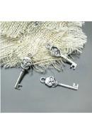 charm forma teschi chiave in metallo argento antico misura 1X3.2 cm